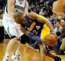 Ayuda Kobe a los Lakers