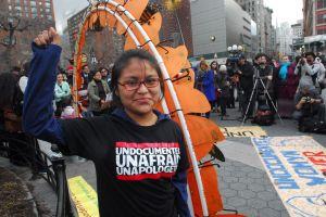 """Soñadores de NY sufren pesadilla por eliminación del """"Dream Act"""" (fotos)"""