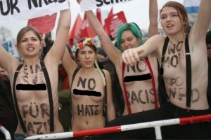 """Convocan en Facebook a la """"revolución en topless"""""""