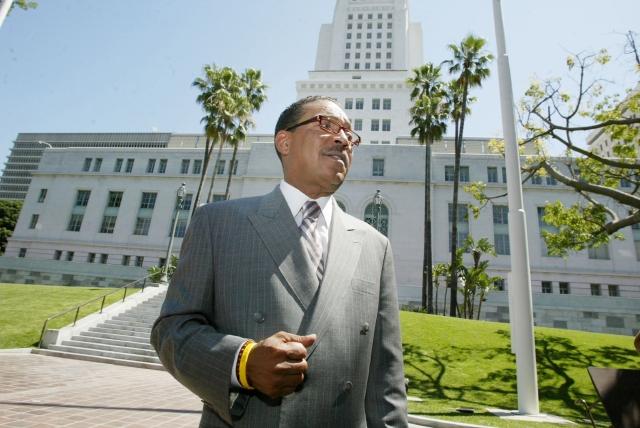Los Ángeles propone crear banco para financiar la industria de la marihuana