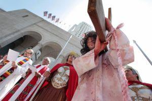 Angelinos conmemoran el Viernes Santo (fotos)