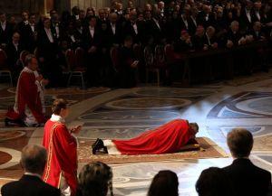 Papa preside ritos del Viernes Santo (Video)