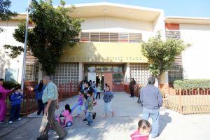 Distritos escolares en CA no podrán cobrar por materiales