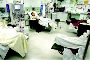 'Me van hacer la vida imposible', dice paciente de diálisis