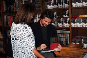 Juanes visita EEUU para promocionar libro (video)