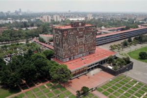 Encapuchados toman la Prepa 6 de la UNAM en México