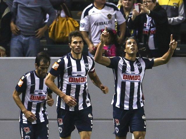 Aldo de Nigris consiguió el gol de la voltereta en favor de Rayados
