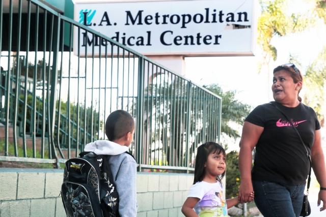Cierran hospitales de Los Ángeles por infracciones