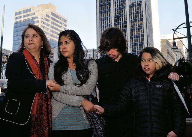 Piden no deportar a madre timada por impostor en Denver