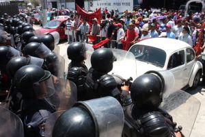 Gobierno de Guerrero despliega 4 mil efectivos contra maestros