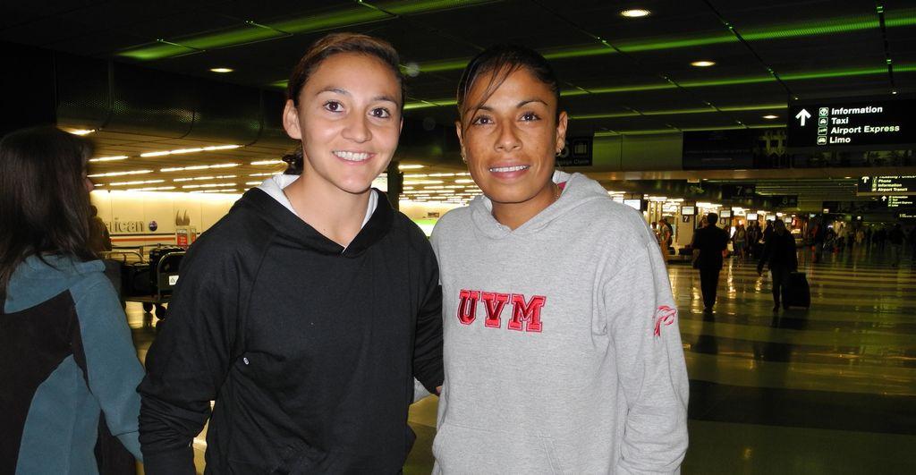 """Dinora Lizeth Garza y Maribel Domínguez """"Marigol"""", llegaron a Chicago el domingo, y rápido se reportaron a su nuevo equipo las Red Stars."""