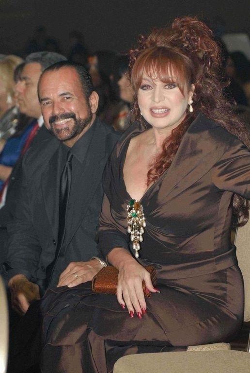 Iris Chacón junto al amor de su vida, el músico Junno Faría.
