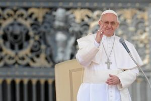 Papa habla en español en audiencia pública por primera vez