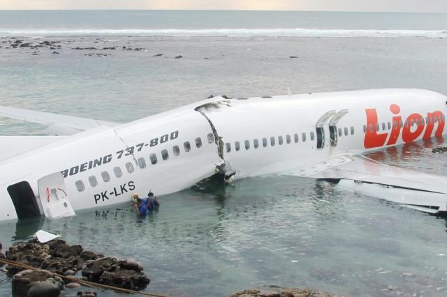 Avión en Bali sale de  pista