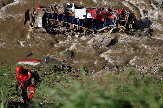 Mueren 34 personas por accidente en Perú