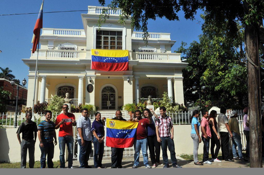 Venezolanos en Cuba votan por el sucesor de Chávez