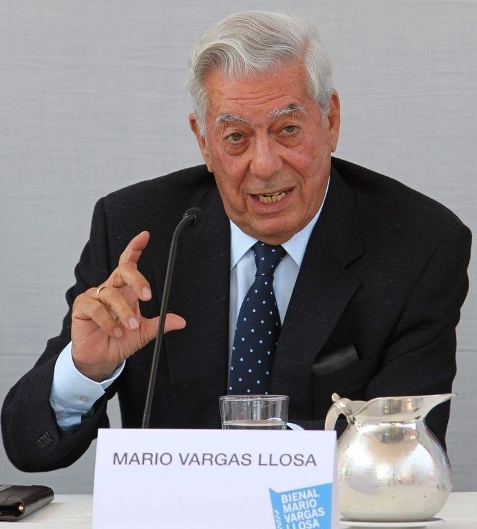 El Nobel de literatura, Mario Vargas Llosa, mencionó que los intelectuales deben participar más en la política.