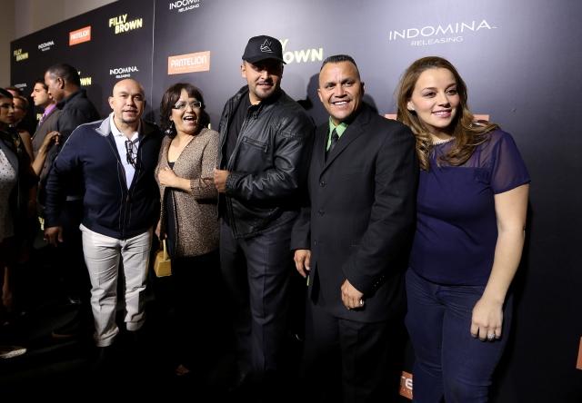 Rosa Rivera, mamá de Jenni Rivera,  con cuatro de sus seis hijos durante el debut de  la película 'Filly Brown' en LA.