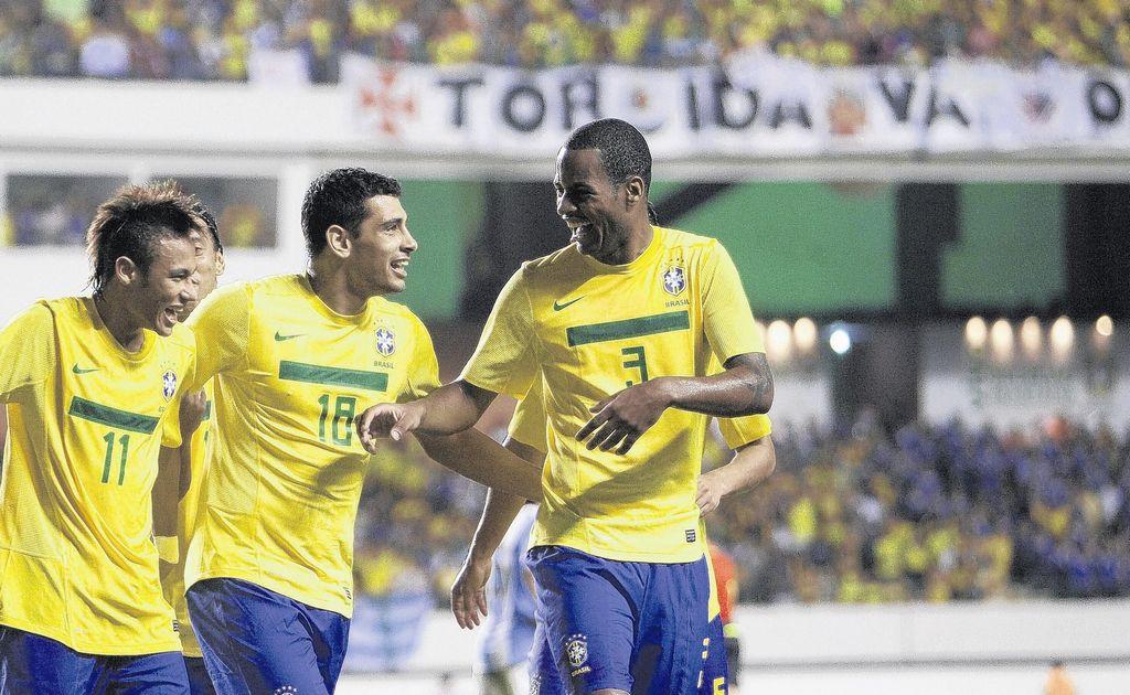 Imagen de archivo del jugador de Brasil Dede, en una participación con la selección verdeamarelha.