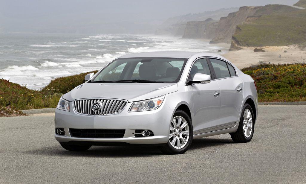 El Buick LaCrosse del 2013 es el mejor carro de tamaño completo para familias.
