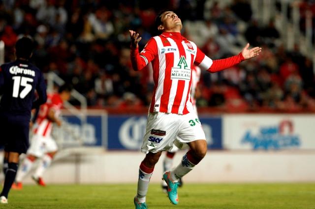 Víctor Lojero logró  triplete ante los 'Cementeritos' de Hidalgo.