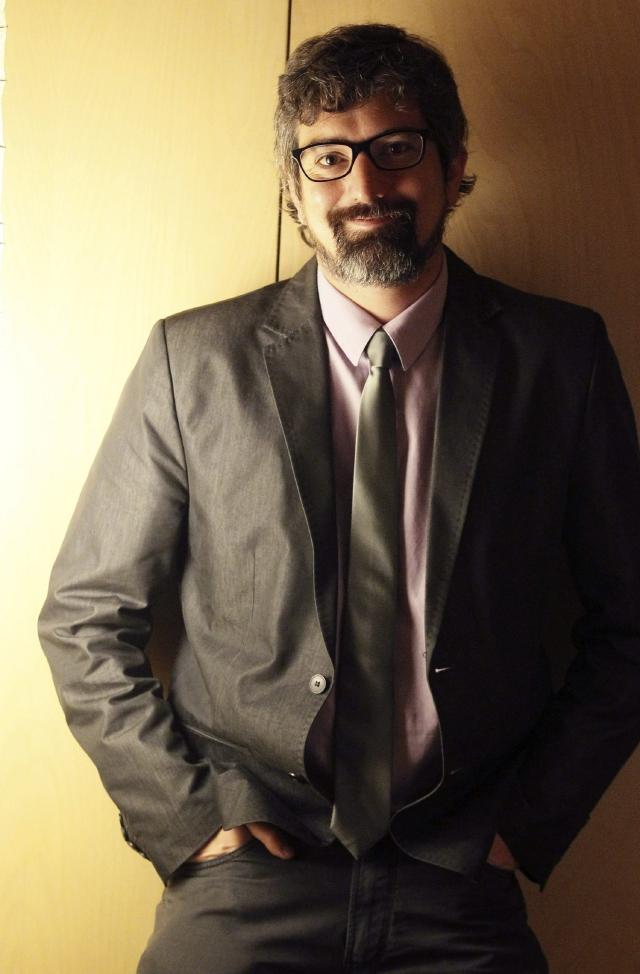Santiago Roncagliolo expone con humor el mundo irreal de las telenovelas en su nueva obra.