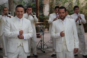 Original Banda El Limón presume boleros en inglés (video)