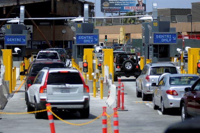 EE.UU. evalúa cobrar por cruzar sus fronteras