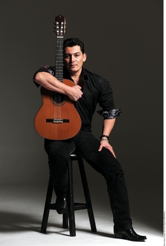 José Manuel Figueroa presentó enLos Ángeles su nuevo disco 'Rosas y espinas'.