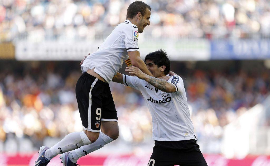 El festejo de Ever Banega tra su golazo de tiro directo frente al Osasuna.