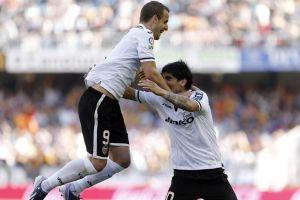 Valencia golea a Osasuna y sueña con la Champions (Video)