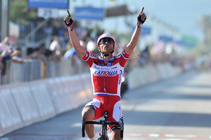 Luca Paolini es el nuevo lider del Giro de Italia (Video)
