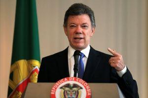 Santos defiende a Uribe de acusaciones de Maduro