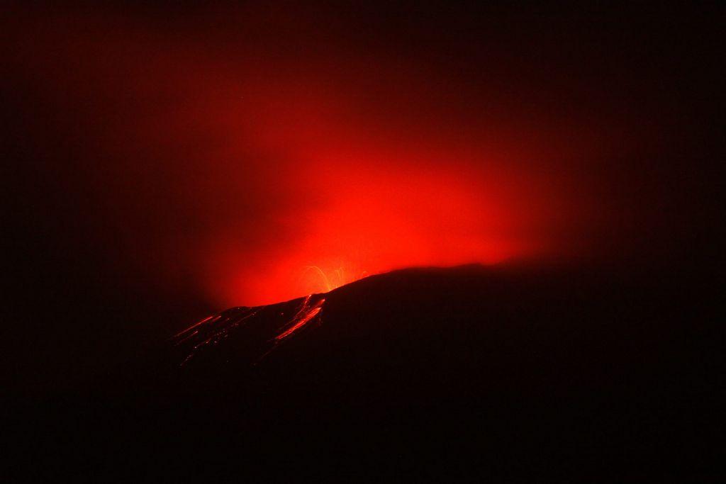 Volcán Popocatépetl hace pequeña erupción (video)