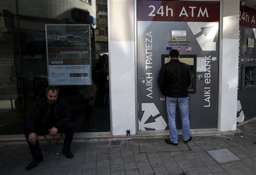 "Ciberpiratas ""saquean"" bancos; detienen a 6"