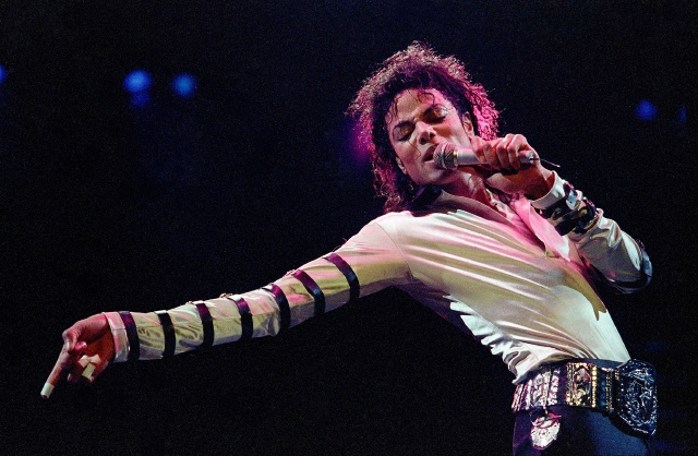 Demandan a Michael Jackson por supuesto abuso sexual