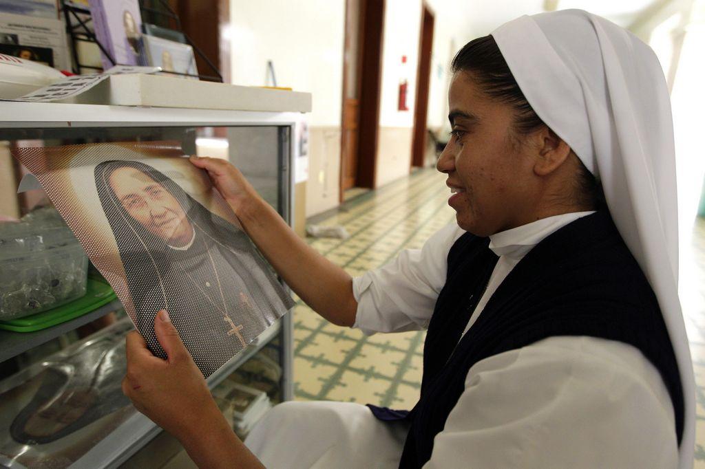 Fieles viajan a Roma para canonización de Madre Lupita