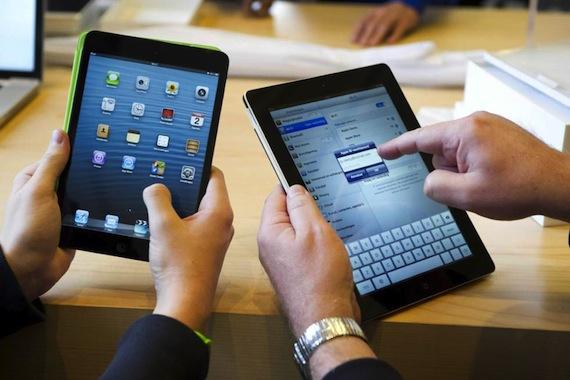 Joven demuestra cómo el iPad Smart Cover detiene marcapasos