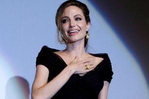 Angelina Jolie planea someterse a cirugía para extirpar sus ovarios