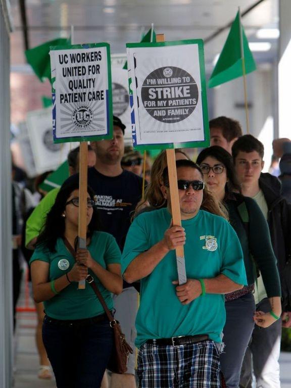 Miles de empleados de salud en California inician huelga