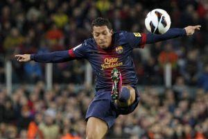 Barcelona amplía contrato del brasileño Adriano