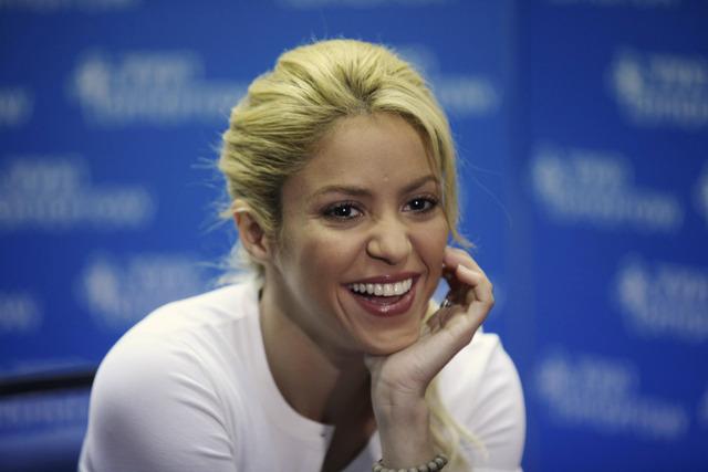 Shakira crea conciencia con su faceta solidaria (video)