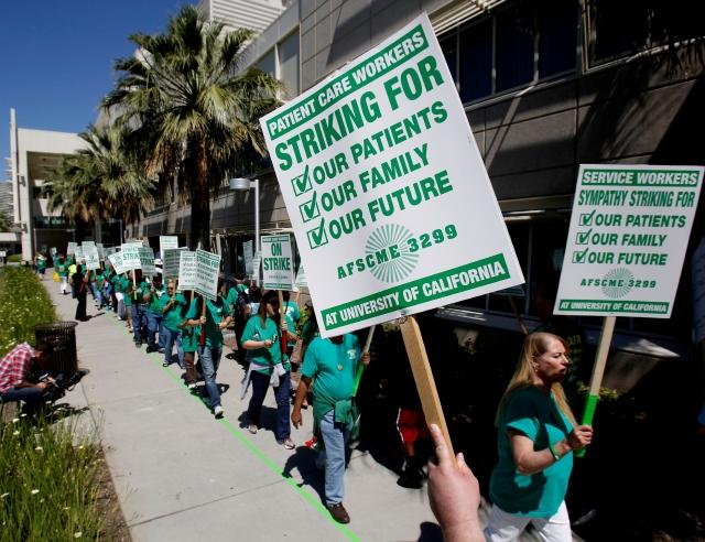 Empleados de salud en huelga
