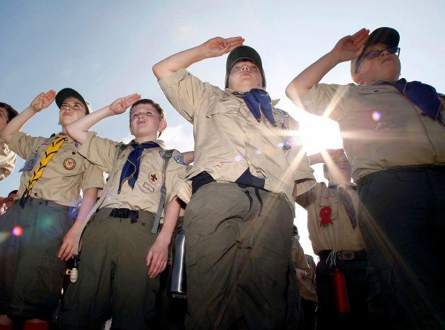 Algunas iglesias conservadoras que favorecen unidades de los Scouts se mantienen firmes en excluir a jóvenes gays de sus filas.