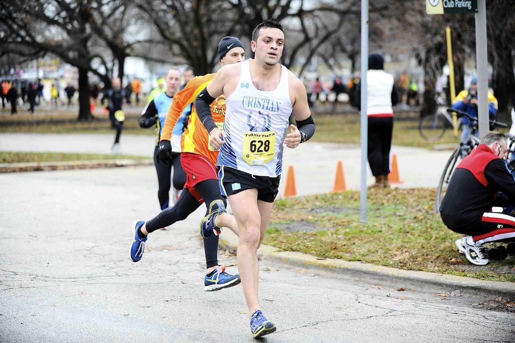 Cristian Calderón, originario de Salcajá, Guatemala, juega futbol y este año su meta es calificar para el maratón de Boston del 2014.