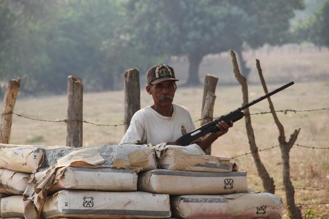 Los pobladores de Ayutla, en Guerrero, México, han tenido que organizarse para protegerse de la delincuencia.