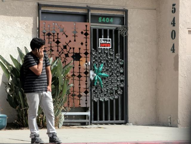 Una de las incertidumbres que aún prevalecen es qué ocurrirá ahora con los dispensarios de marihuana que han estado operando en Los Ángeles desde hace  tiempo.