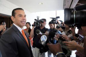 Alcalde de LA niega estar en bancarrota