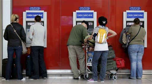 Mexicanos  migrantes envían menos dinero  a su  país