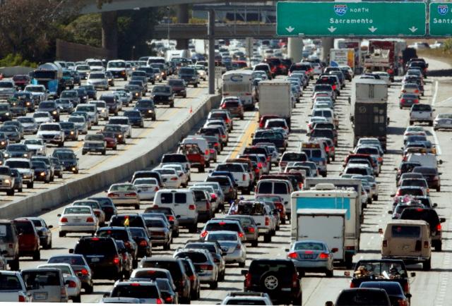Tome precauciones si viaja por California en feriado